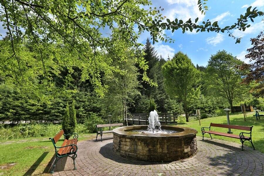 Bad Mitterndorf Brunnen im Park